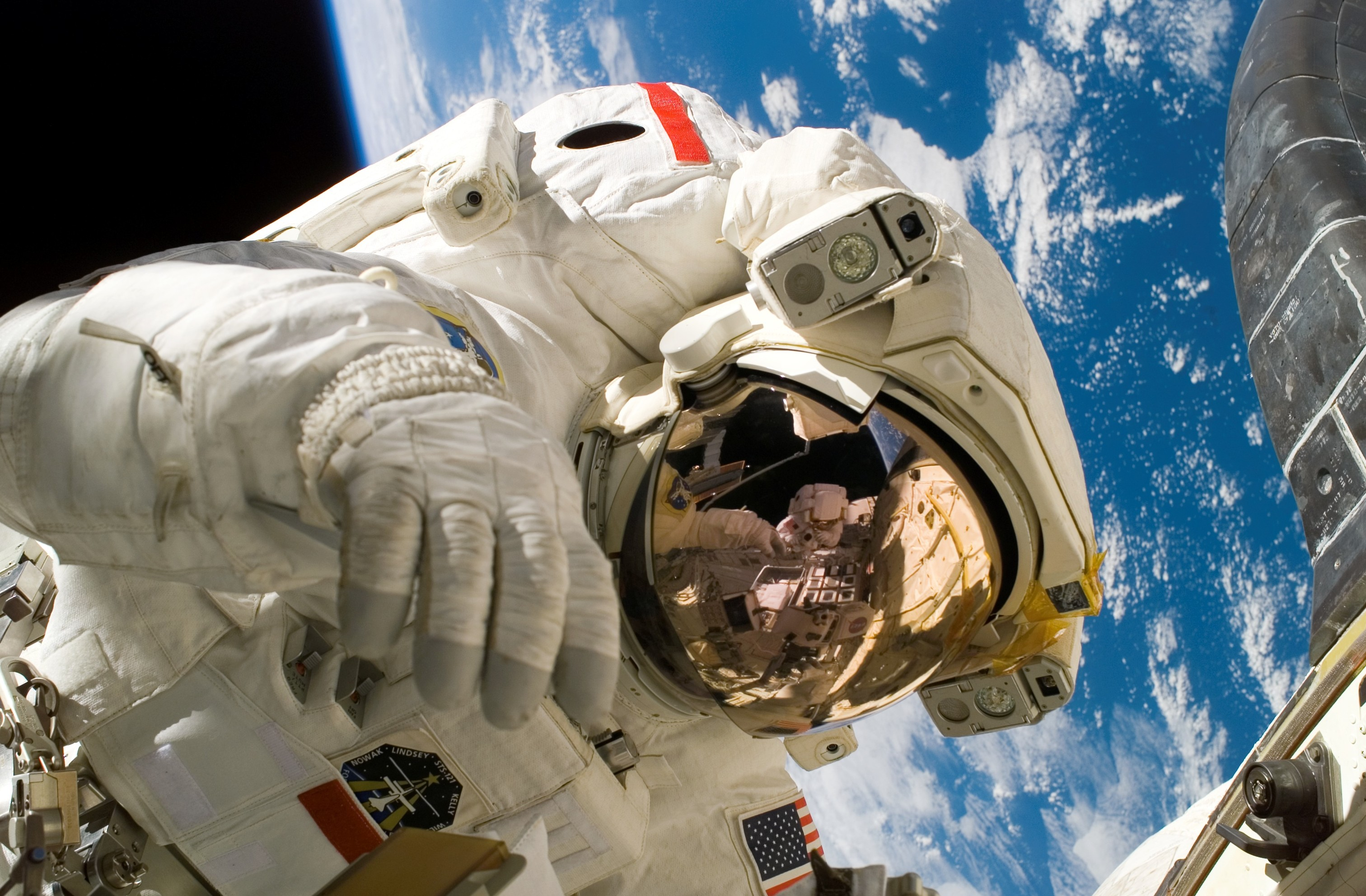 Space Suit With Earth – The Unified Republic of Stars